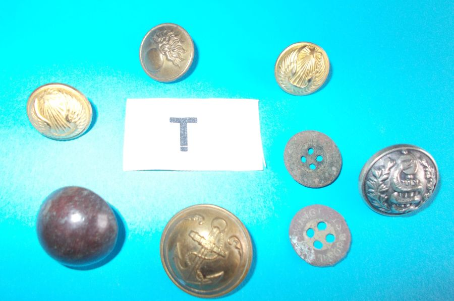 8 assorted FRENCH  MILITARY BUTTONS