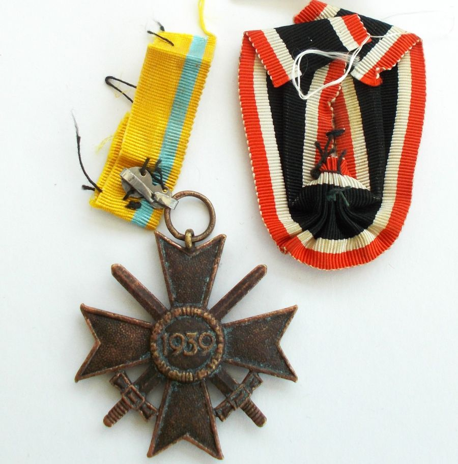War Merit Cross 2nd Class With Swords makers marked?