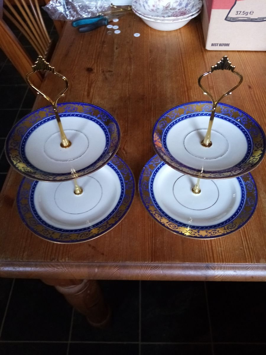 2 tier small cake stands x 2