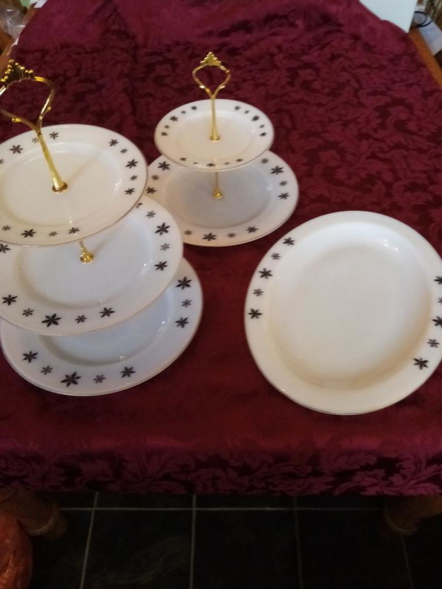 2 tier and 3 tier cake stands plus platter plate, snowflake design, winter, christmas pyrex plates