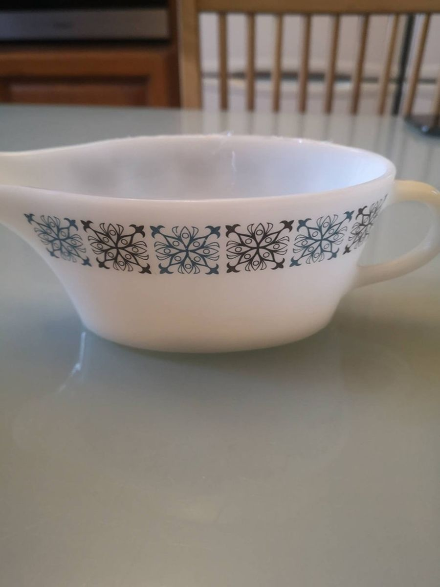 JAJ pyrex gravy boat, Chelsea design - made in England