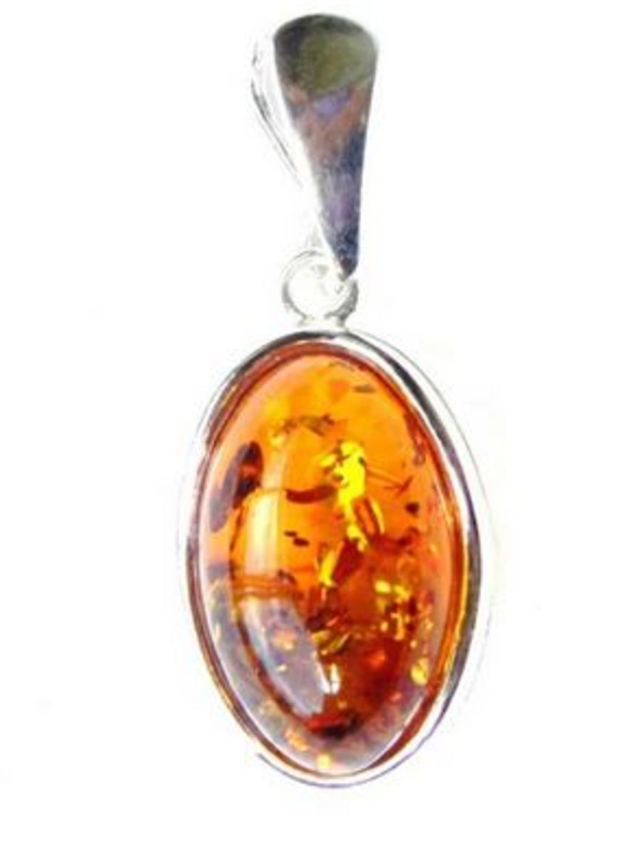 Beautiful 925 Silver Oval Amber Pendant & Chain