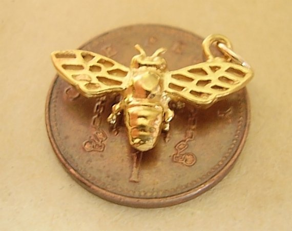 Bee 18ct Gold Charm