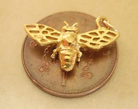 Bee 9ct Yellow Gold Charm