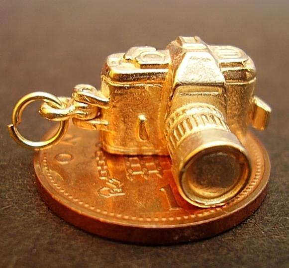 Camera 9ct gold  Charm