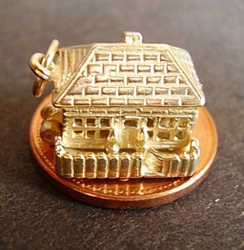 Country Cottage 9ct Gold Charm