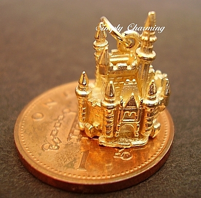 18ct Gold Castle Mouse Charm
