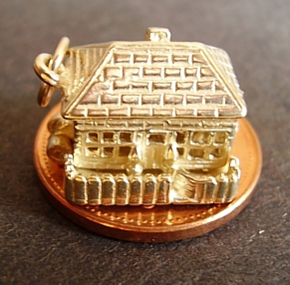 18ct Gold Cottage Charm