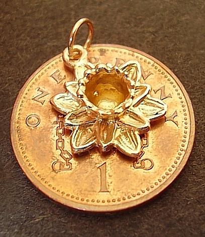 Daffodil Yellow 9ct Gold Charm