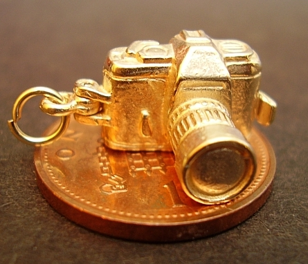 Camera Yellow 9ct Gold Charm