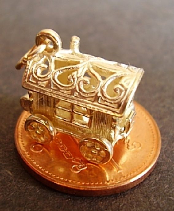 18ct Gold Gypsy Caravan Charm