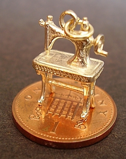 Sewing Machine 9ct Gold Charm