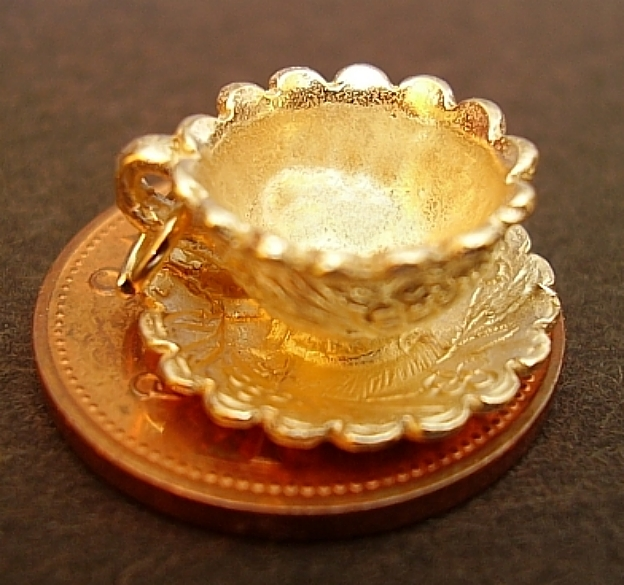 Cup & Saucer 18ct Gold Charm