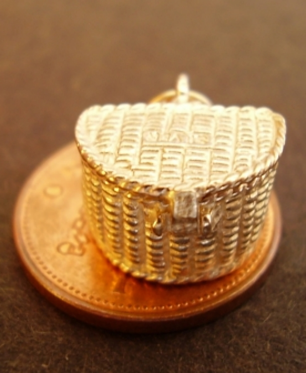 Fishing Basket 18ct Gold Charm