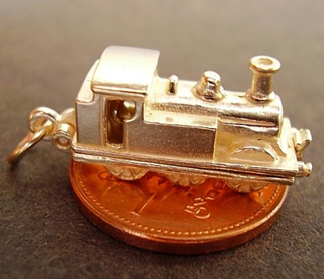 Steam Train 18ct Gold Charm