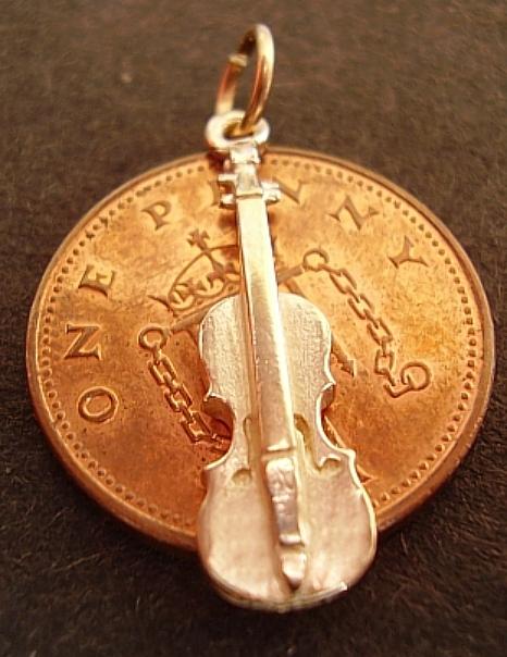 Violin 18ct Gold Charm
