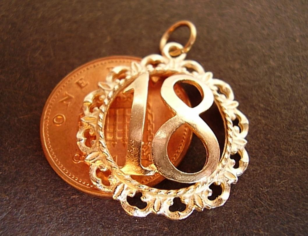 9ct Gold 18 In Decorative Surround Charm