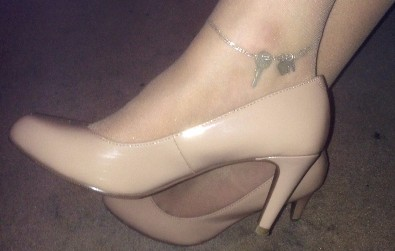 HW Anklet on a Hotwife with her heels and stockings and key to cuckolds CB6000