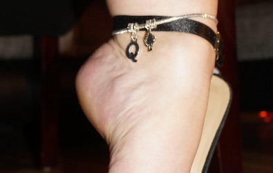 Hotwife Queen of Spades Anklet - Customers Wife from www.sexyjewels.co.uk