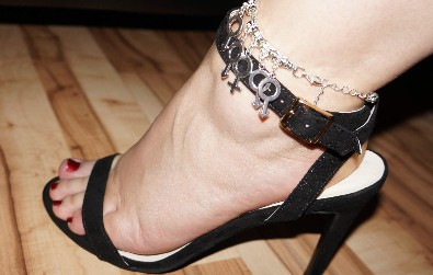 Hotwife Gangbang Swinger MMFMM Anklet - Customers Wife from www.sexyjewels.co.uk