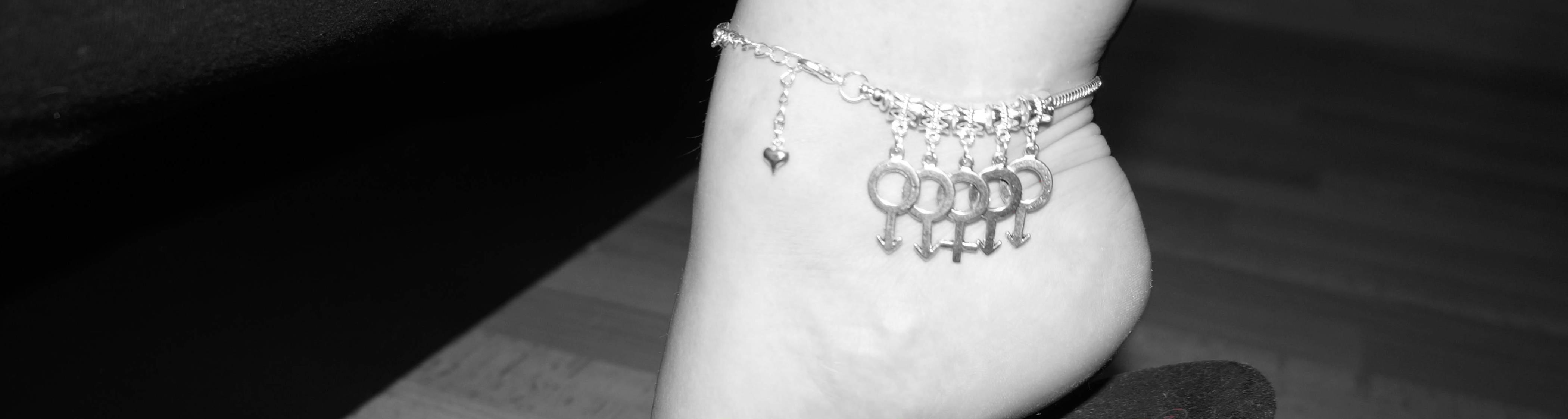 Hotwife Gangbang Swinger Anklet - Customer Image from www.sexyjewels.co.uk