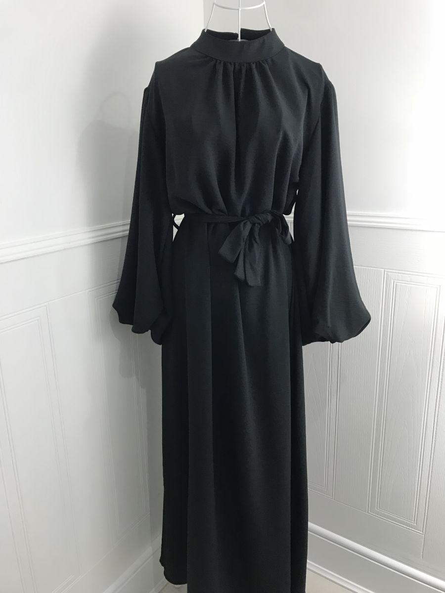 Akilah plain flare abaya Black