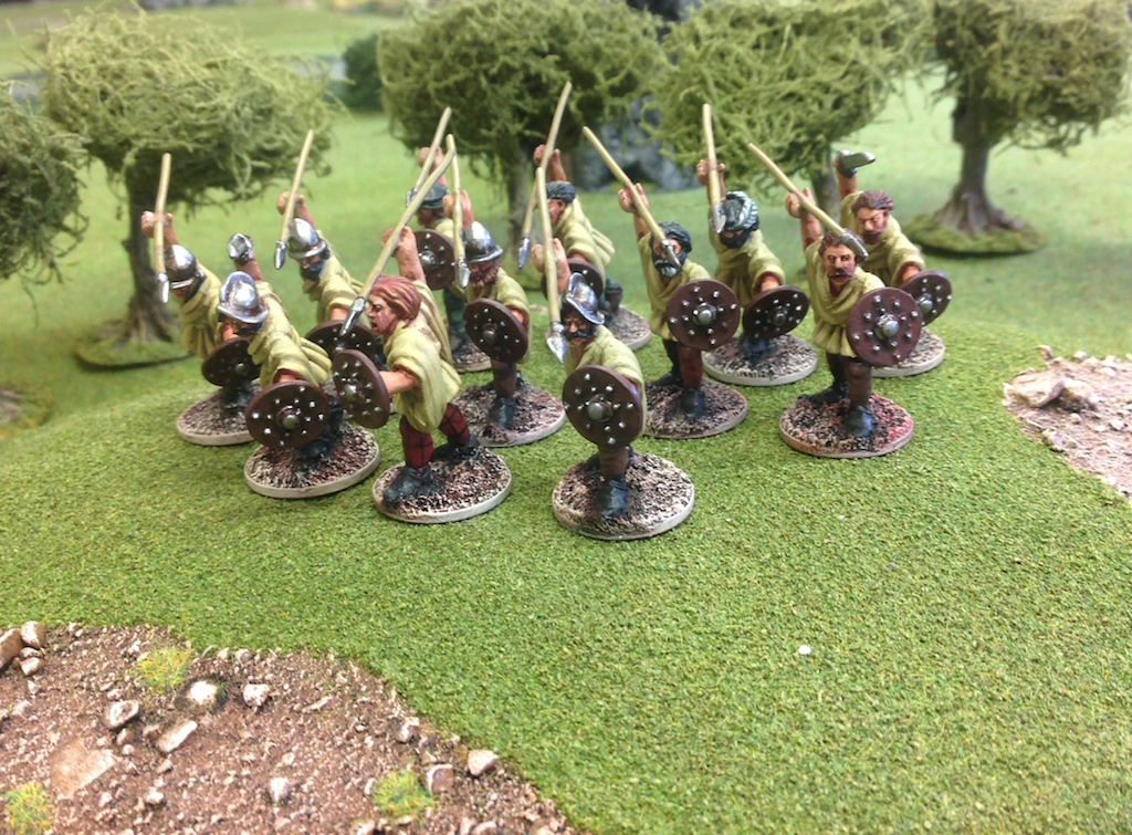 EI15 Irish Kerns Attacking with Javelin
