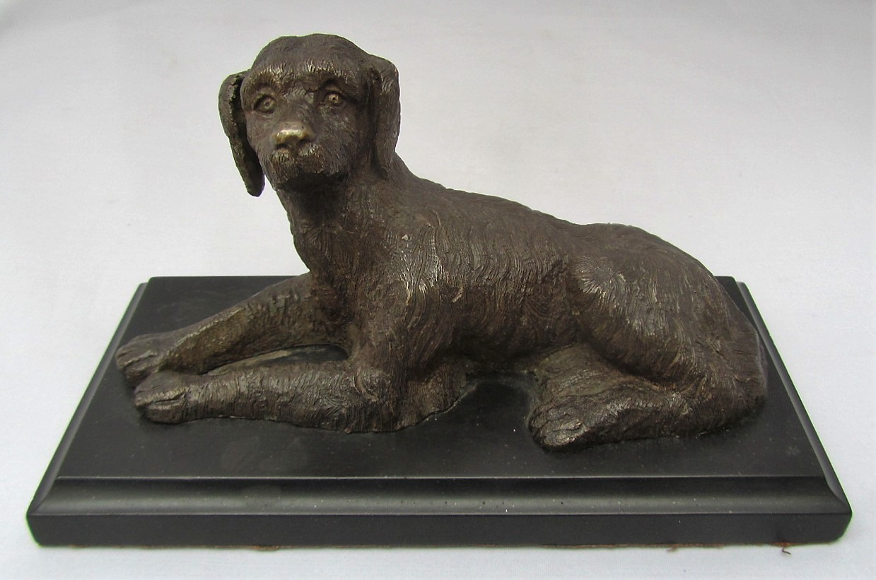 Bronze model of a Retriever, slate plinth, early 20th century