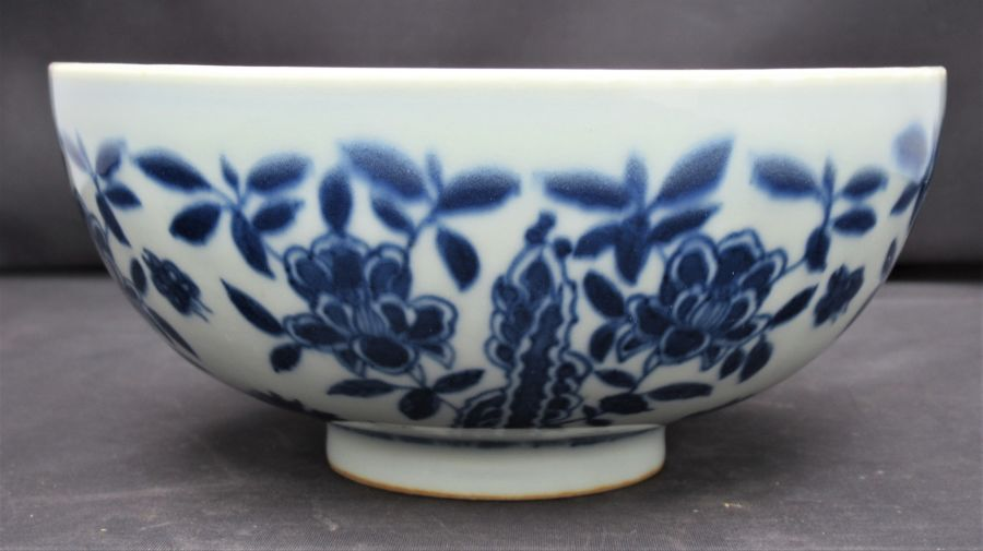 Chinese Porcelain bowl with lotus decoration, Chenghua mark