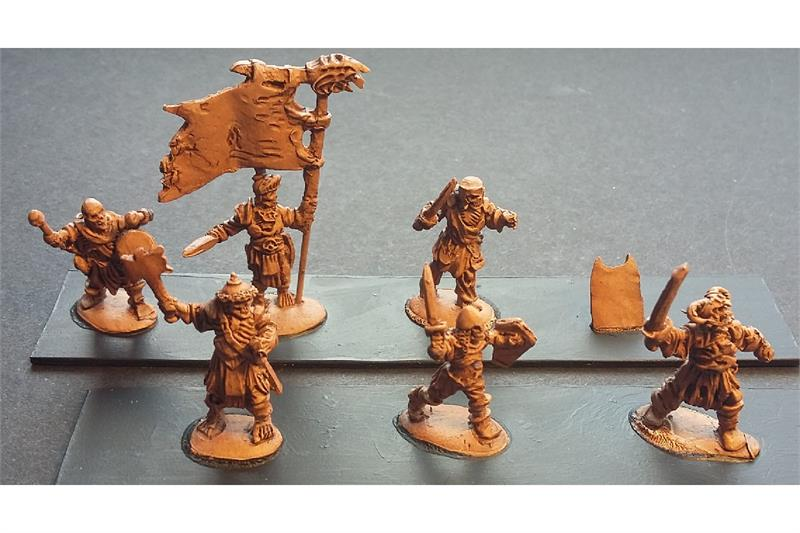 Decian Armored Axe/Swordsmen with Shields (35 figures)