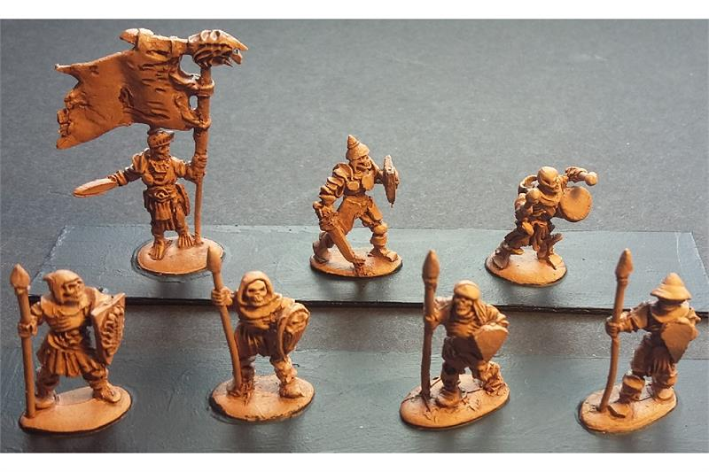 Decian Armored Spearmen with Shields (35 figures)