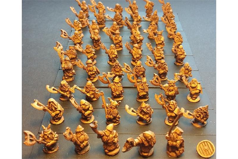 Dwarian Double Handed Axemen (35 figures)