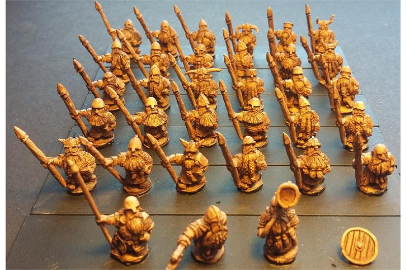 Dwarian Spearmen with Shields (35 figures)
