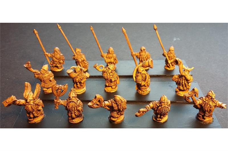 Dwarian Command Officers, Standards, and Musicians (15 figures)