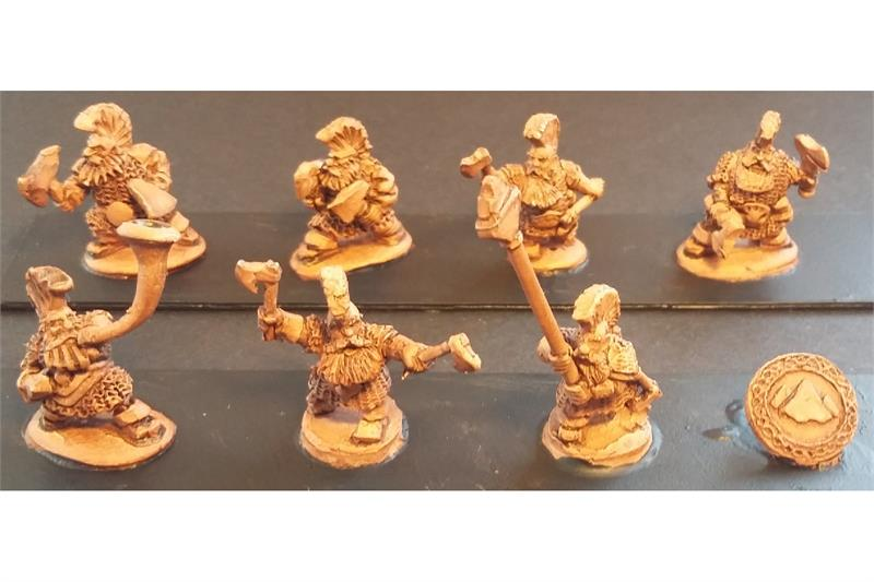 Dwarian Forgiven with 2 Hand Axes (35 figures)