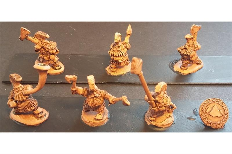 Dwarian Forgiven with Double Handed Axes (35 figures)