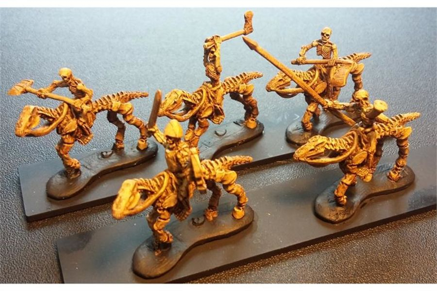 Decian Cavalry with Double Handed Weapons (16 figures)