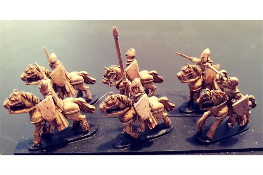 Elvian Cavalry with Swords & Shields on Unarmored Horse (16 figures)