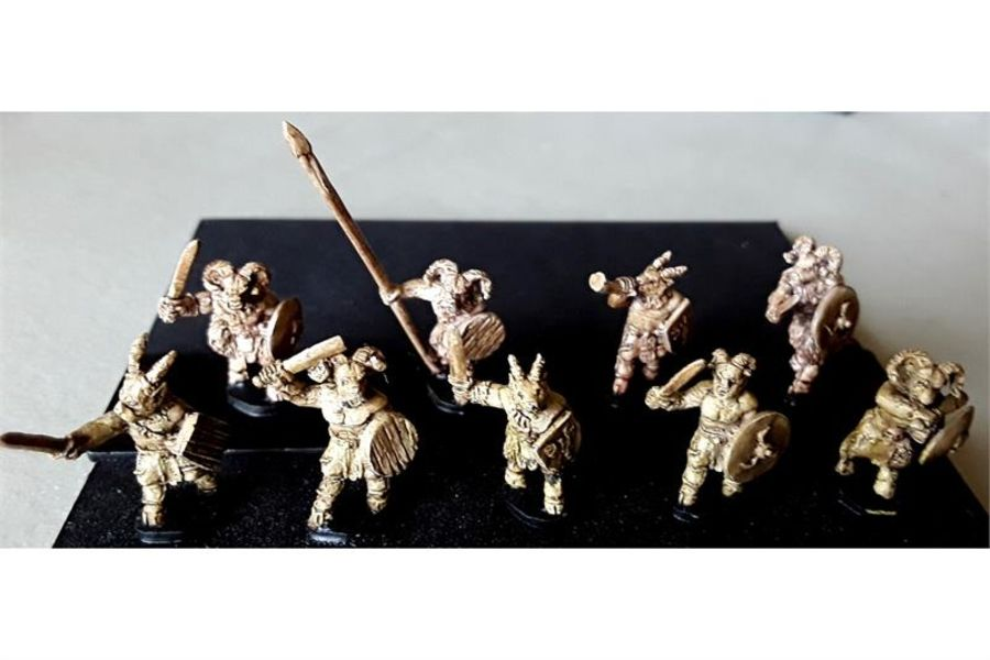 Bestian Swordsmen with Shields (35 figures)