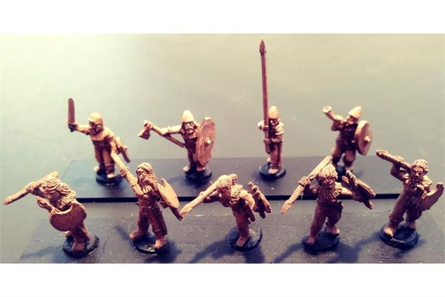Barbarian Females with Javelins & Shields (35 figures)