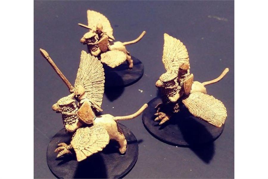 Elvian Griffon Riders (3 figures)
