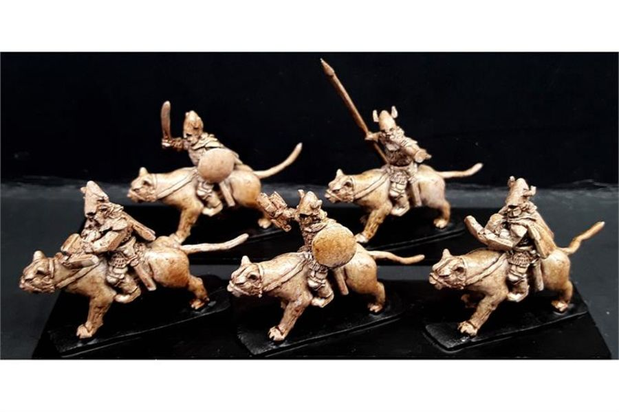 Delvian Cavalry with Crossbows on Snow Tigers (16 figures)