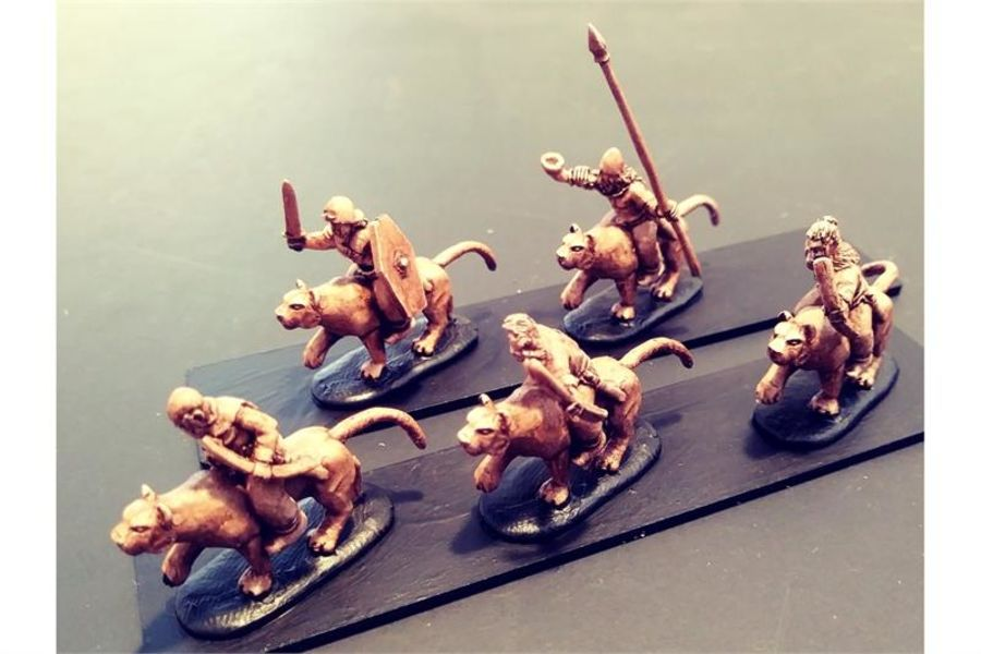 Barbarian Cavalry with Bows on Mountain Lions (16 figures)