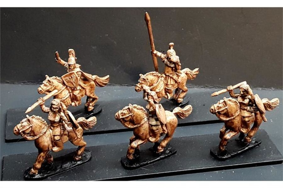 Legian Cavalry Females with Throwing Spears & Shields on Horses (16 figures)