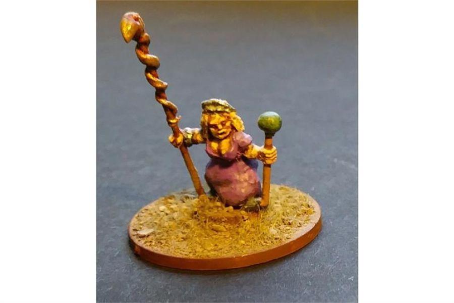 Female Dwarian Wizard (1 figure)