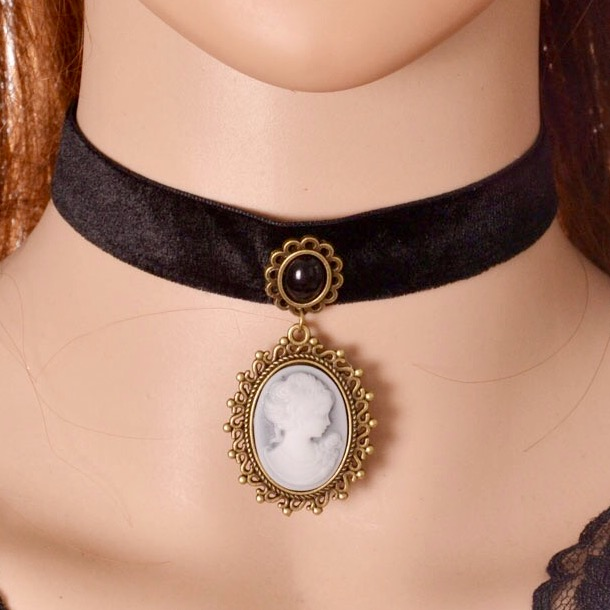 Velvet choker with hanging cameo