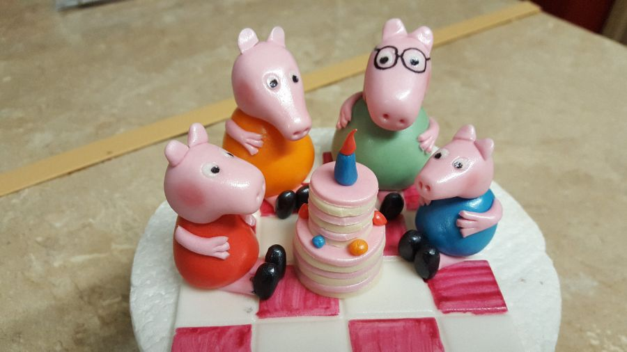 Peppa pig & family picnic cake topper