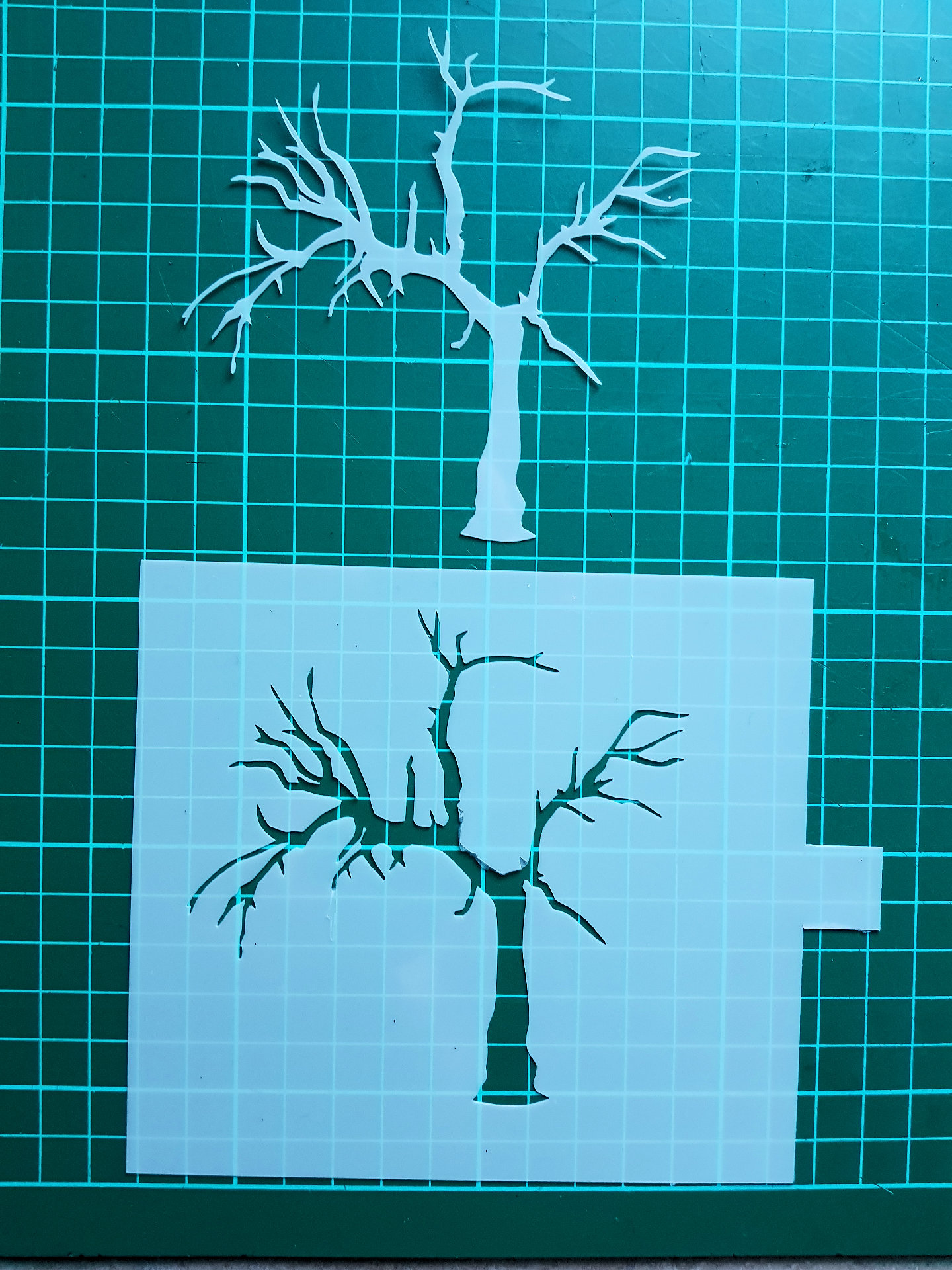 scary tree stencil cake decorating