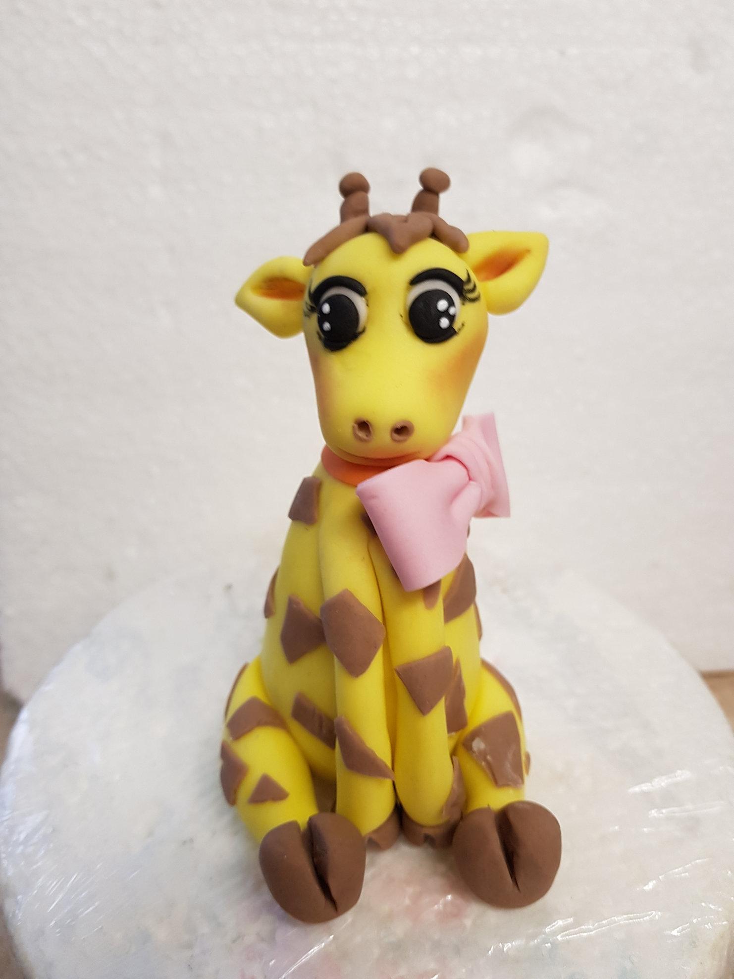 Gumpaste giraffe cake topper