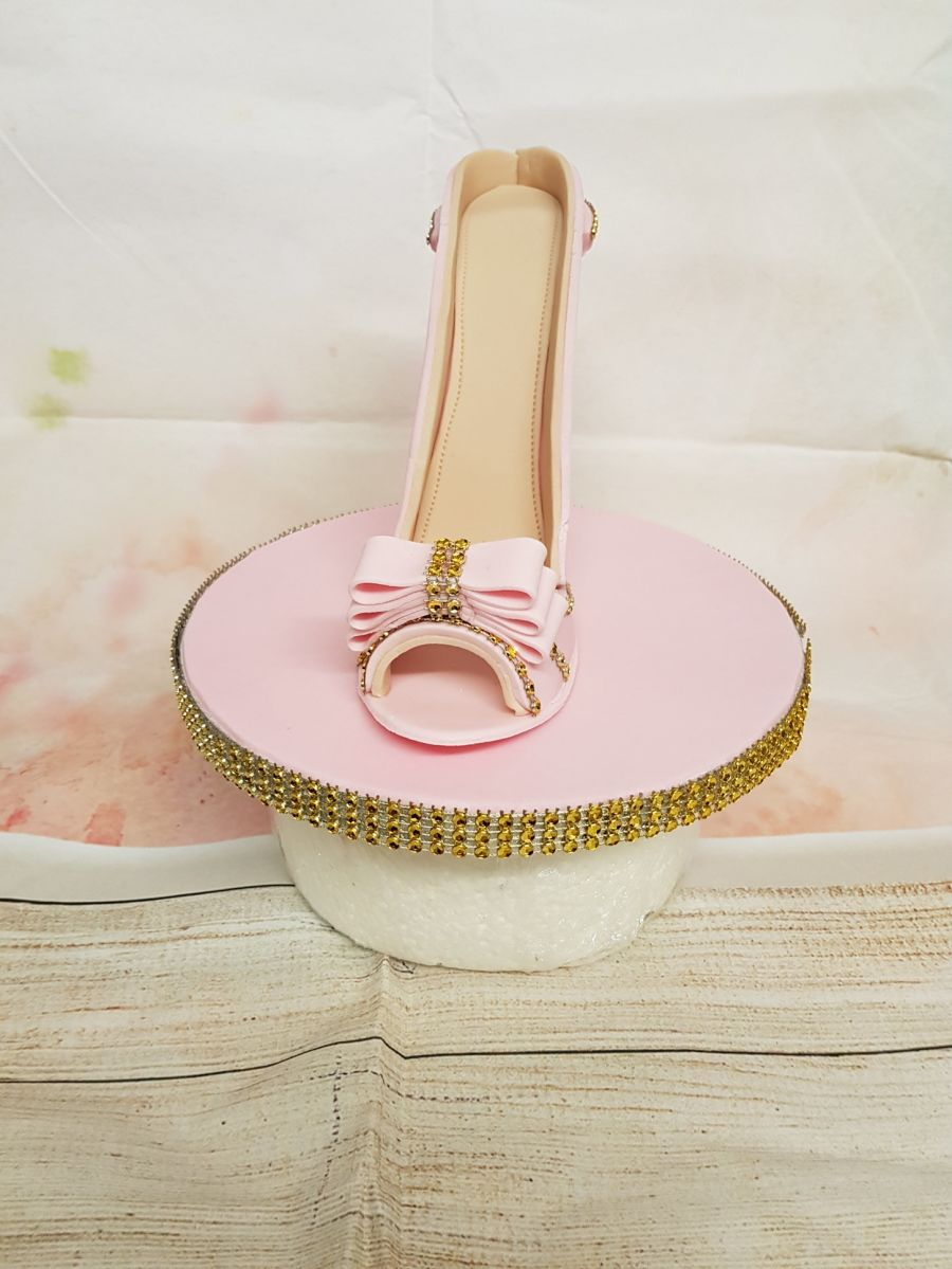 Gumpaste shoe with high heel, and bottom board